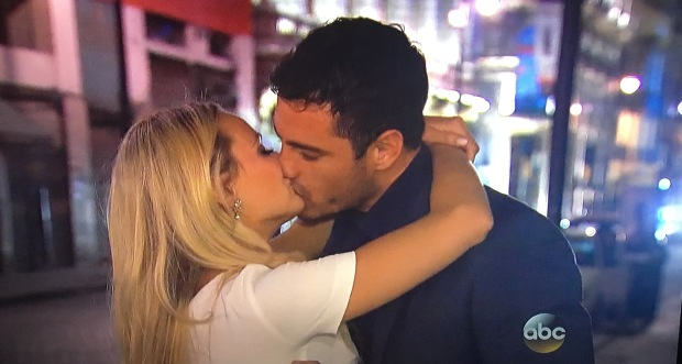 lauren b ben bachelor kiss