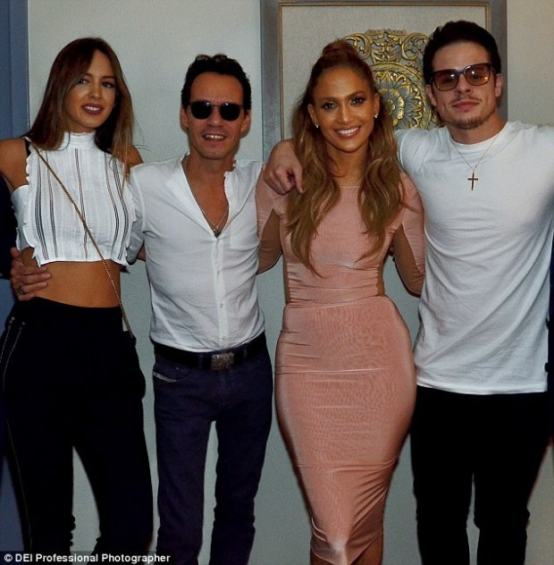 3746401600000578-3742529-all_pals_jennifer_lopez_poses_with_ex_husband_marc_anthony_and_h-a-3_1471318058429