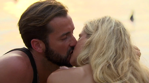 brett lauren kiss bachelor in paradise.png