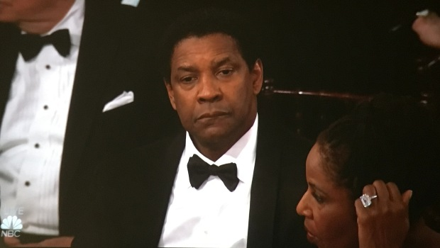 denzel-bored-golden-globes