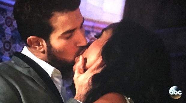 bryan rachel kiss.JPG