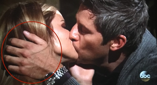 arie kissing chelsea bachelor.JPG